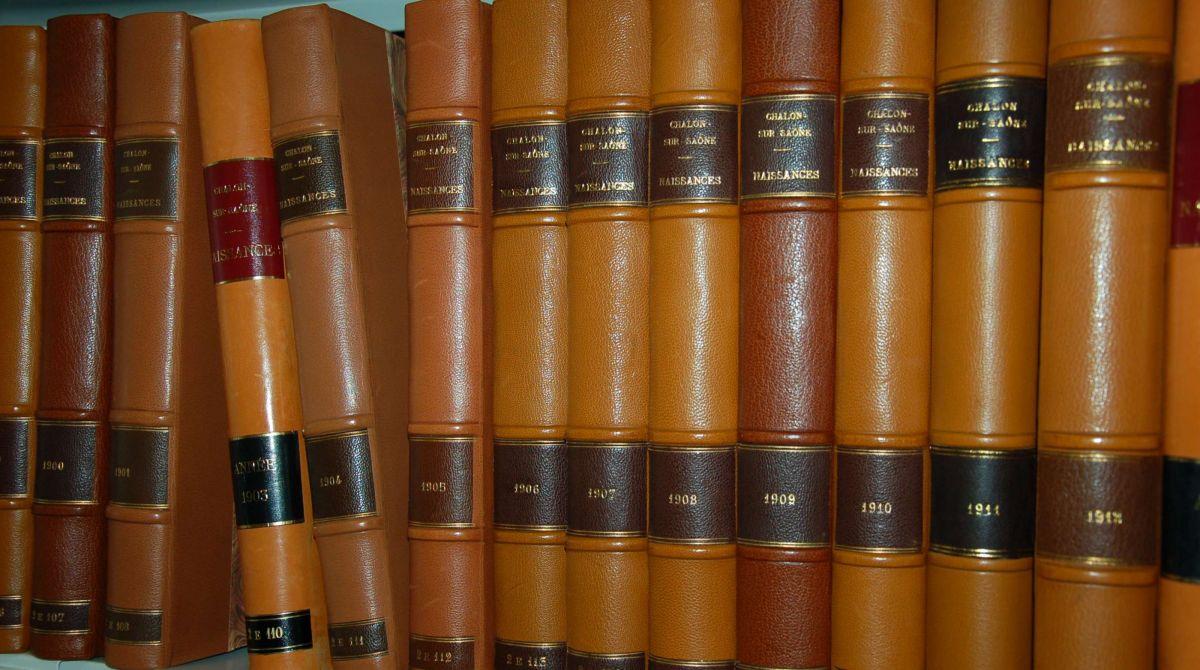 ribenbelle de registres restaures Archives Chalon.jpg